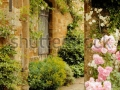 stock-photo-stairs-to-the-garden-into-medieval-castle-in-england-in-summer-day-19103338