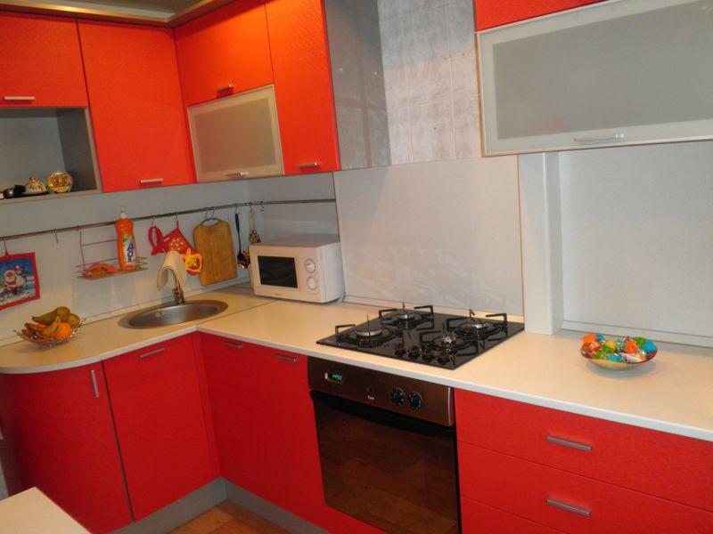 Кухня «Красный пиксель»